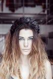 Blaue Augen der Frau mit hellem Make-up Stockbild
