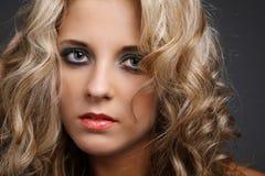 Blaue Augen und blondes Haar. Stockbilder