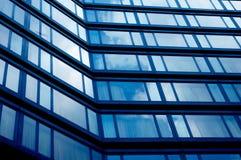 Blaue Bürofenster Lizenzfreie Stockfotos