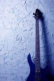 Blaue Baß-Gitarre Stockfoto