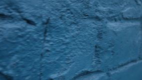Blaue Backsteinmauer Beschaffenheit des Poliermarmors stock video footage