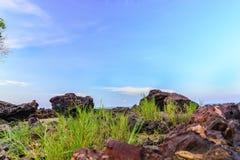 Blaue Bangka des Tageslicht-grünen Schwarzen Insel Indonesien ADN Lizenzfreies Stockfoto