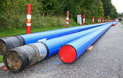 Blaue Belüftungs-Rohrleitung stockbild