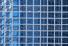 Blaue Beschaffenheit von hellen Glasgebäuden Lizenzfreie Stockfotos