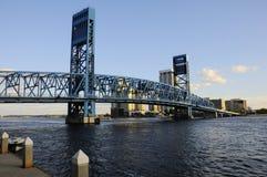 Blaue Betrag-Brücke in Jacksonville Stockbilder