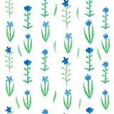 Blaue Blumen des nahtlosen mit Blumenmusters mit grünen Blättern Stockfotos