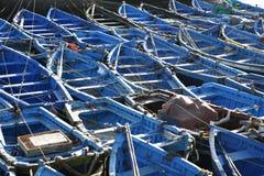 Blaue Boote auf dem Dock Lizenzfreie Stockfotos