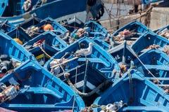 Blaue Boote im Hafen von Essaouira Stockbild
