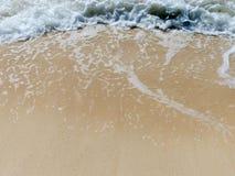 Blaue Brandungs-leerer Sand lizenzfreie stockbilder