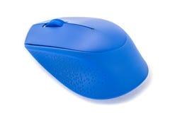 Blaue Computermaus auf weißem Hintergrundstudiotrieb lizenzfreie stockbilder