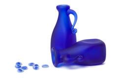 Blaue Dekantiergefäße Stockfoto