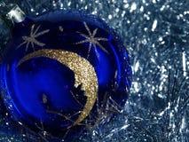 Blaue Dekorationkugel Lizenzfreie Stockfotos
