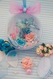 Blaue dekorative Kugel Stockbilder
