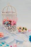 Blaue dekorative Kugel Stockbild