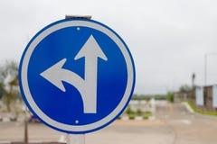 Blaue drei unterschiedliche Zeichen und Unschärfehintergrund stockbilder