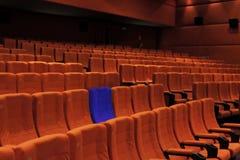 Blaue Einzelperson des Kinotheaters Sitz Stockbild
