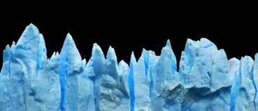 Blaue Eisberge getrennt auf Schwarzem. Lizenzfreie Stockfotos
