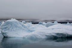 Blaue Eisberge in Grönland Stockbild