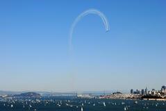 Blaue Engel, die einen Regelkreis über San Francisco bilden Stockfoto
