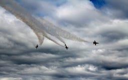 4 blaue Engel, die mit Rauche sich aufspalten Lizenzfreies Stockfoto