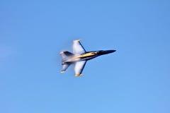 Blaue Engel im Flug an der Flotten-Woche stockbilder