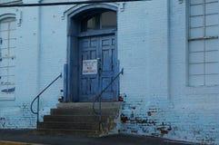 Blaue Fabrik-Türen Lizenzfreie Stockfotos