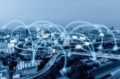 Blaue Farbe der Stadt mit Verbindungsgraphiken Lizenzfreie Stockfotografie