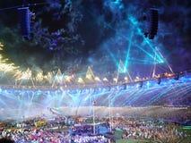 Blaue Feuerwerke an Paralympic-Abschlussfeierlichkeit Lizenzfreies Stockfoto