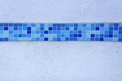 Blaue Fliesen-Linie lizenzfreie stockfotografie