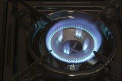Blaue Gasbrände auf dem Ofen stockbilder
