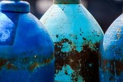 Blaue Gasflaschen ist nah lizenzfreies stockbild