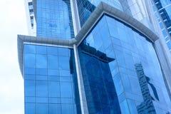 Blaue Gebäudefassade Stockfoto