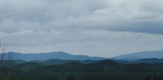 Blaue Gebirgslandschaft Stockbild