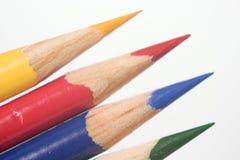 Blaue gelbe rote grüne farbige Bleistifte stockfoto