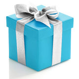 Blaue Geschenkbox mit silbernem Band Stockfoto