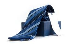 Blaue gestreifte Krawatte Stockbild
