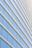 Blaue Glaswand des Bürohauses Lizenzfreies Stockbild