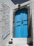 Blaue griechische Tür Lizenzfreie Stockfotografie