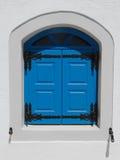 Blaue griechische Tür Stockfoto