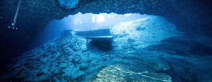 Blaue Grotte Caveran-Ansicht Stockfoto