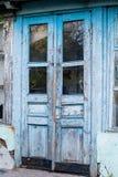 Blaue hölzerne alte Tür Stockfoto
