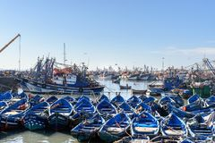 Blaue hölzerne Fischerboote im Hafen, Essaouira, Marokko Lizenzfreie Stockfotografie