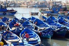 Blaue hölzerne Fischerboote im Hafen, Essaouira, Marokko Lizenzfreies Stockfoto