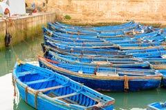 Blaue hölzerne Fischerboote im Hafen, Essaouira, Marokko Lizenzfreies Stockbild
