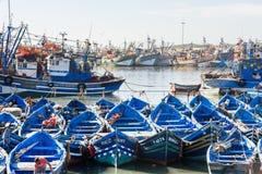 Blaue hölzerne Fischerboote im Hafen, Essaouira, Marokko Lizenzfreie Stockfotos