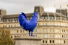 Blaue Hahn-/Hahnskulptur im Trafalgar-Platz Stockbilder