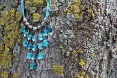 Blaue Halskette Stockfotos