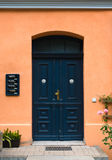 Blaue Haustür Lizenzfreie Stockfotos