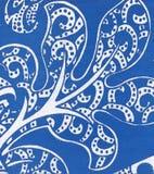 Blaue Hautbeschaffenheit mit einem Blumenmuster Stockfoto