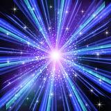 Blaue helle Strahlen mit Sternen. Stockbilder